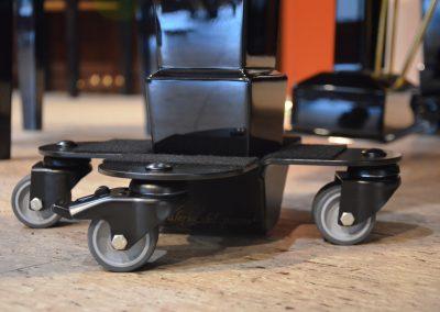 bases-con-ruedas-negras-para-pianos